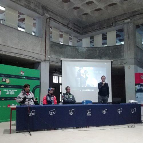Miguel Oliveira esteve em palestra numa escola sobre segurança rodoviária
