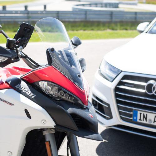 Ducati trabalha para melhorar a comunicação entre motos e veículos