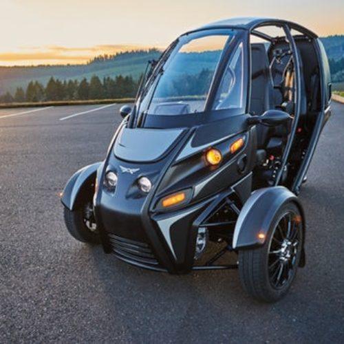 Arcimoto mistura carro e moto e tem motores elétricos