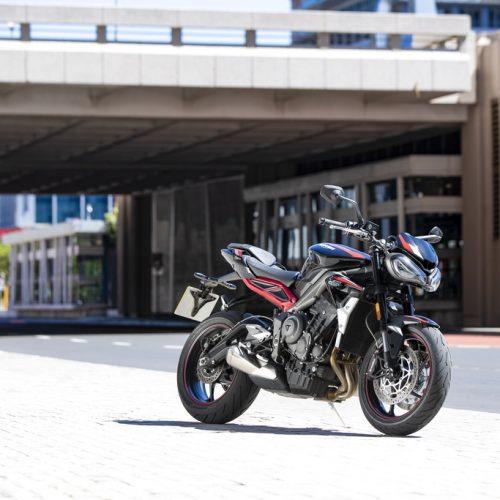 Triumph mostra versão 2020 da Street Triple R