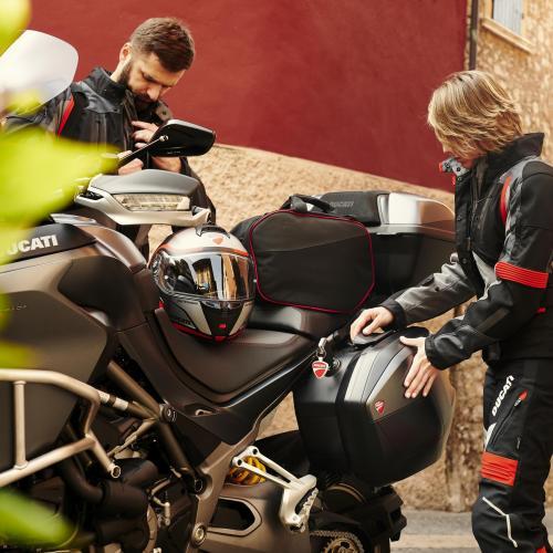 Prazer de viajar de moto duplica com os acessórios Ducati Performance