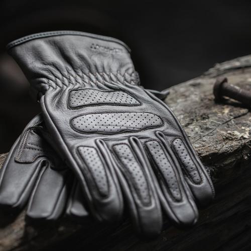 Sprint apresenta novas luvas SP05 em pele castanha