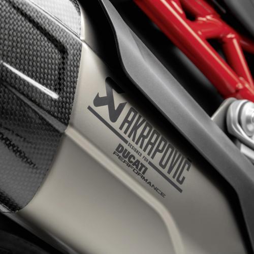 Multistrada V4 solta o seu carácter desportivo com acessórios Akrapovič