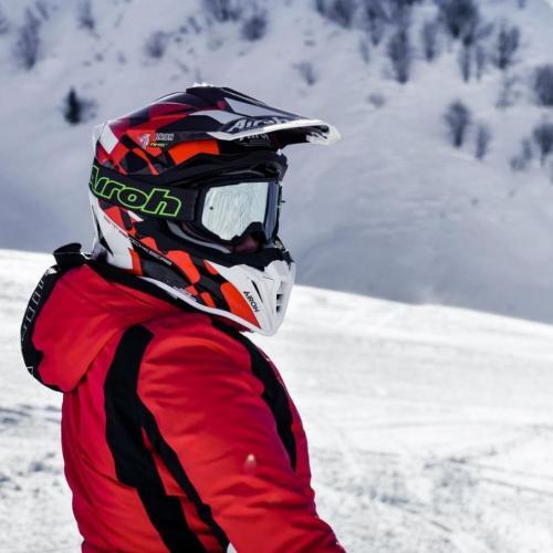 Este é o novo capacete Airoh Strycker