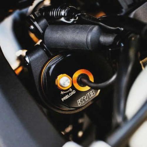 KYB tem novo sistema de suspensão adaptativa para motos