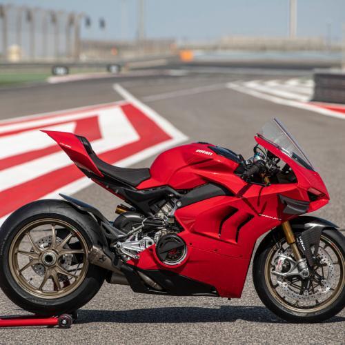 Panigale V4 pronta para qualquer circuito com acessórios Ducati Performance