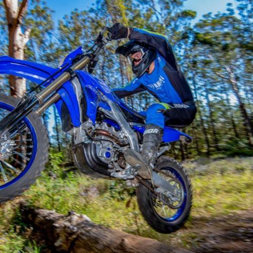 Tecnologia vencedora chega à moto de enduro de 250 cc da Yamaha
